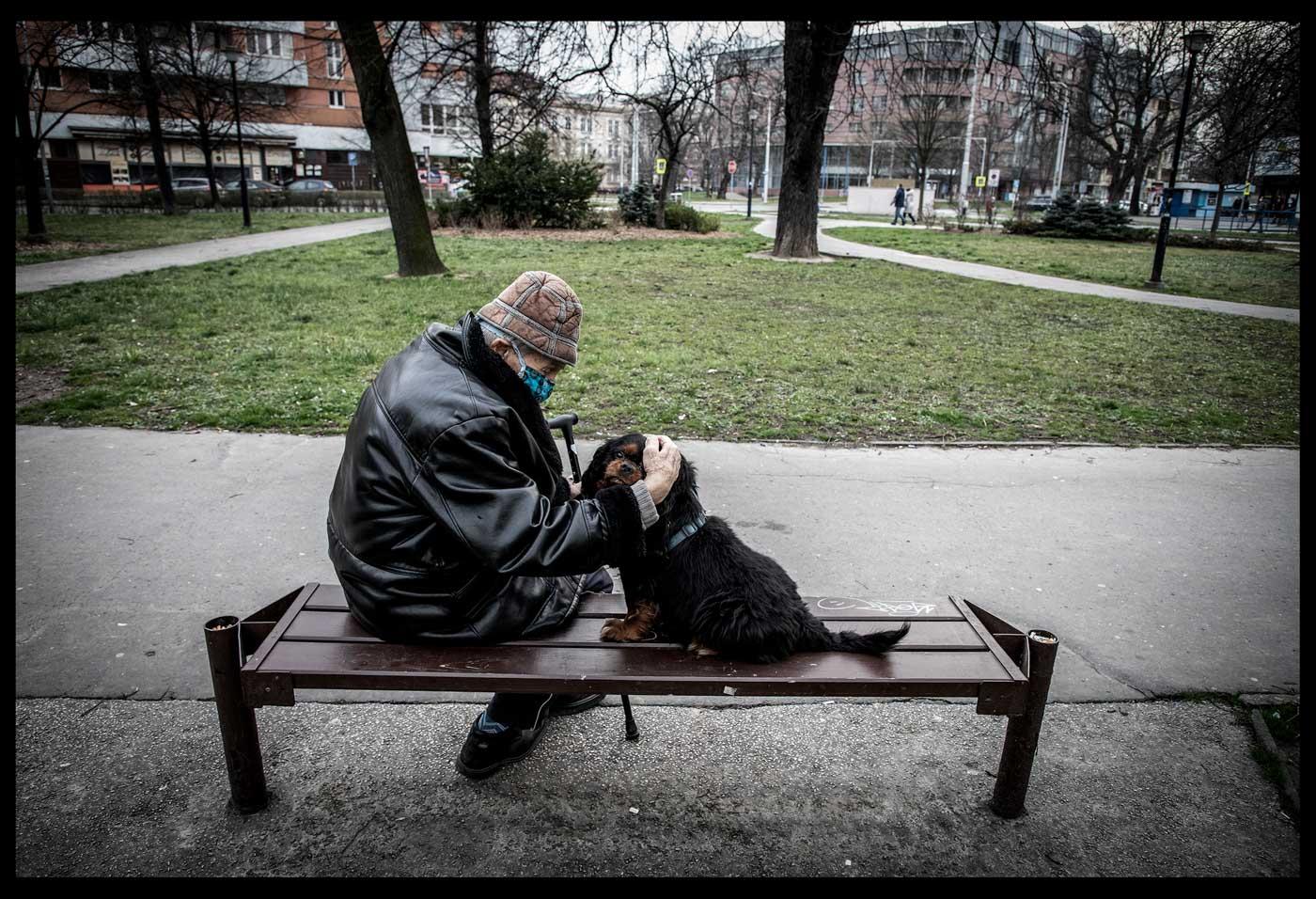 Šachista pouze v doprovodu svého  kavalíra, v Ostravě. Foto: © Adolf Horsinka/MAFRA.